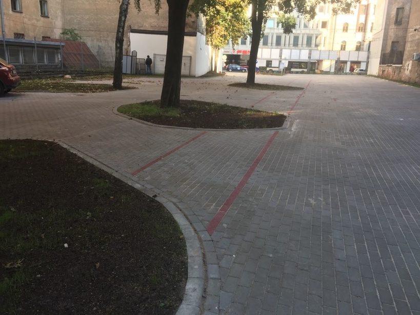 Bruģēšana. Autostāvvieta. Brīvības iela, Rīga